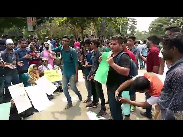 DU-affiliated college students block Nilkhet