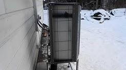 Jäspi Basic Split ilma-vesilämpöpumpun ulkoyksikkö käynnissä + automaattinen sulatustoiminto