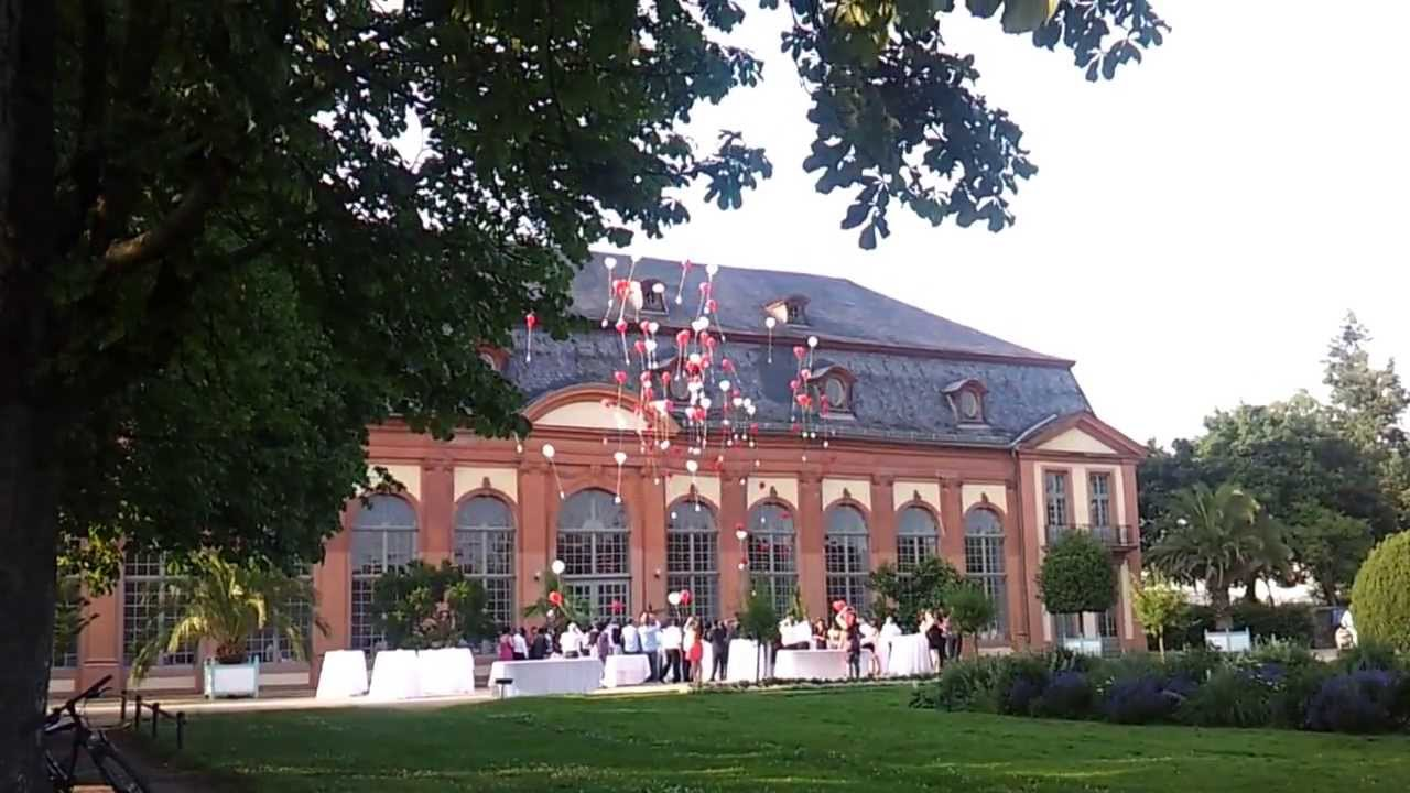 Orangerie DarmstadtBessungen Hochzeit Luftballons steigen