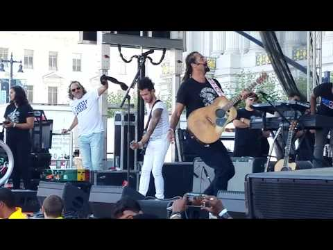 We Are All Earthlings - Michael Franti & Spearhead - Peace, Music, and Laughter, SF Civic Center mp3