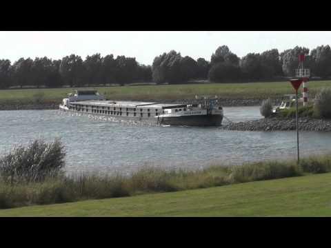Foto Video Zutphen Nieuws  Breaking News   Schip vastgelopen in de ijssel