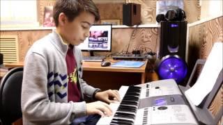 """""""Луч солнца золотого"""" - урок игры на синтезаторе"""