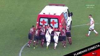 شاهد.. اللاعبون يسعفون سيارة إسعاف في الدوري البرازيلي