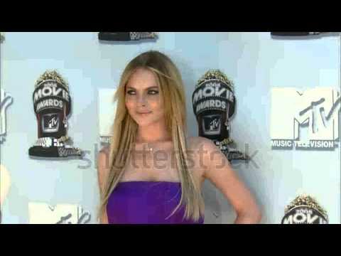 lindsay lohan walks at the mtv movie awards 2008