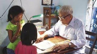 Người thầy giáo già 24 năm dạy trẻ không công