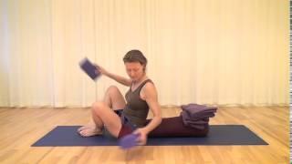 Iyengar Yoga-øvelse 7: Supta Baddhakonasana (Liggende fikseret vinkel) - FOF Aarhus