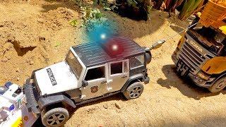 경찰차 구출놀이 포크레인 트럭 탱크 장난감 놀이 Pol…
