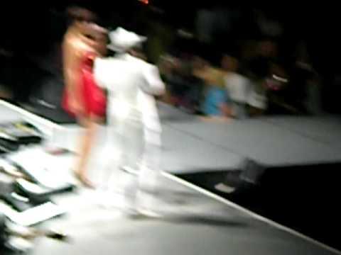 Neyo & Rihanna Live - Hate That I Love You
