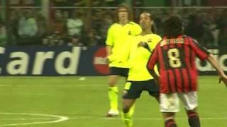 Ronaldinho macht gegen Milan was er will