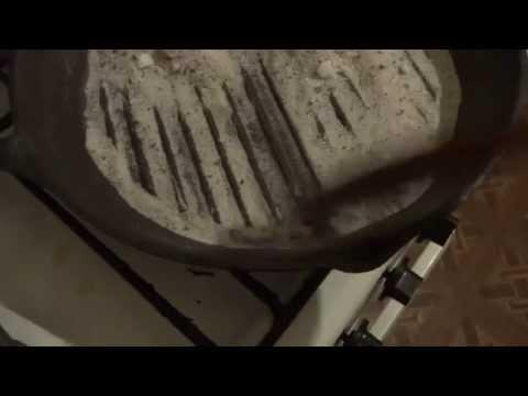 Простейший способ! Очистить чугунную посуду от ржавчины!