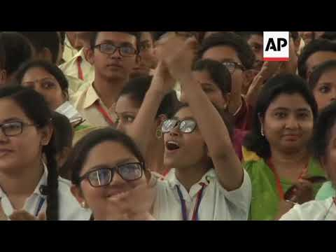 Pope meets young people at Dhaka's Notre Dame College