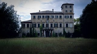 Abandoned 1700s Mansion with Crypt / Urban Exploration Italy