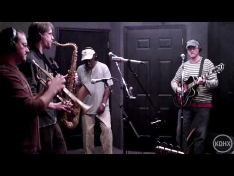 "The Dynamites featuring Charles Walker ""Do the Right Thing"" Live at KDHX 11/05/10 (HD)"