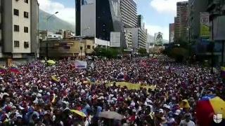 Masiva manifestación en Venezuela para exigir ingreso de ayuda humanitaria.