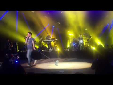 """Maroon 5 - """"What Lovers Do"""" (Alaska airlines private event)"""
