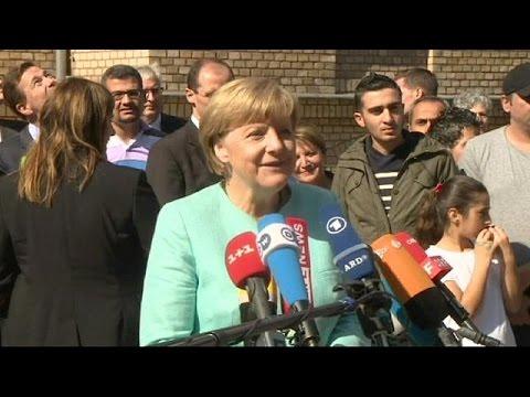 Migrants: Angela Merkel visits Berlin registration centre