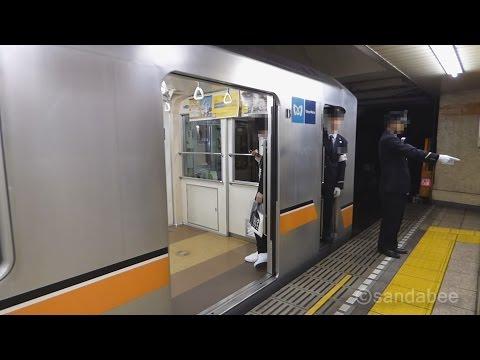キレキレ指差呼称で安全確認キレキレ車掌The conductor of metro who to confirm safety by a splendid pointing and calling.