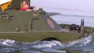 بالفيديو...لأول مرة في التاريخ مركبات مدرعة تعبر مضيق كيرتش