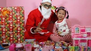 ÔNG GIÀ NOEL TẶNG QUÀ - Ông già Noel tặng quà giáng sinh 2016 - Dâu Tây Channel