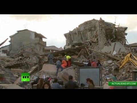 Trabajos de rescate tras el devastador terremoto en Italia