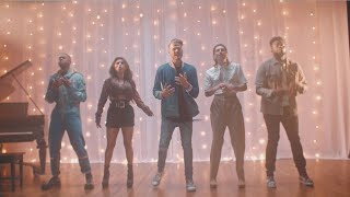Смотреть клип Pentatonix - Waving Through A Window