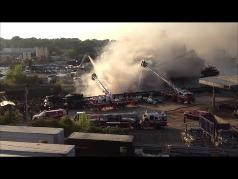 FDNY & FDMV Fighting A Major Fire On A Barge On The Border Of The Bronx & Mount Vernon