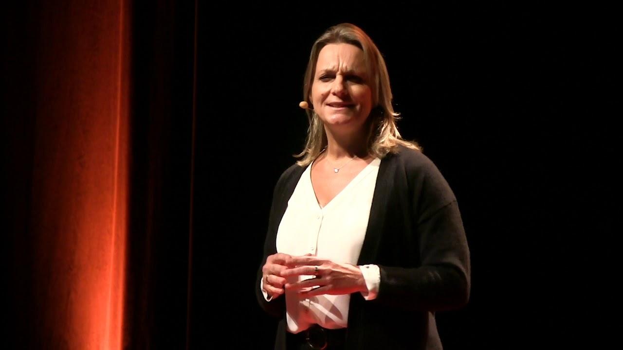 « Quand tu trouves la vraie liberté enfermée dans 5m²! » | Cécile MOUILLE-BERNIER | TEDxChallans