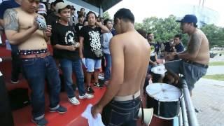 Chants BRAJAMUSTI sering dinyanyikan di Stadion.