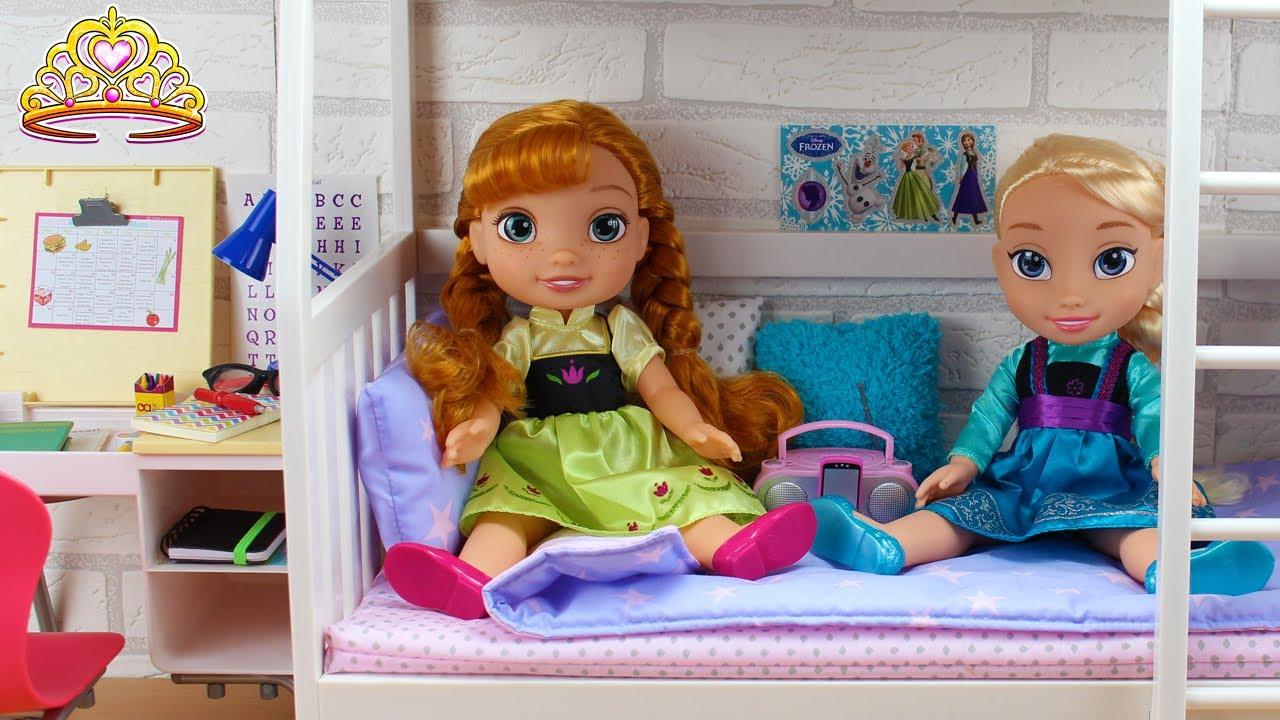 Como hacer MALETAS para ir de VIAJE - Elsa y Anna Bebé van de Vacaciones