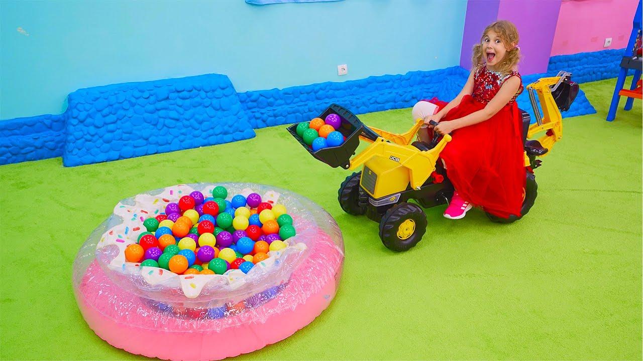 Cinq Enfants s'amusent avec des petites voitures - Vidéos amusantes pour les enfants