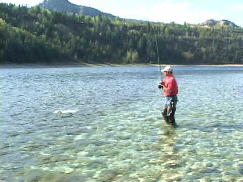 Fly fishing from shore on the upper columbia river youtube for Columbia river fish counts