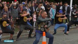 Eerbetoon Christchurch: motorclub doet traditionele haka - RTL NIEUWS