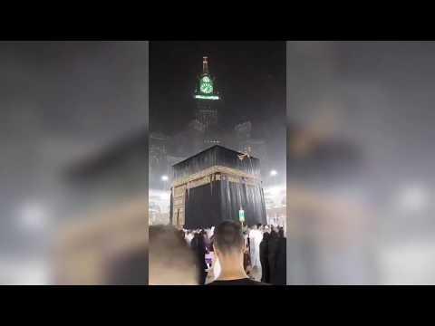 مناظر مهيبه لصواعق تضرب برج الساعة في #مكه_المكرمة