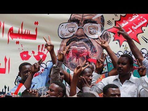 شاهد: السودانيون يعتصمون أمام وزارة الدفاع للمطالبة بسلطة مدنية…  - 23:53-2019 / 4 / 19