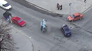 Машина перевернулась несколько раз.