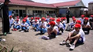 小学生が清掃活動のボランティア