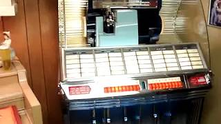 Seeburg 1954 Jukebox playing Moonglow and Theme from Picnic