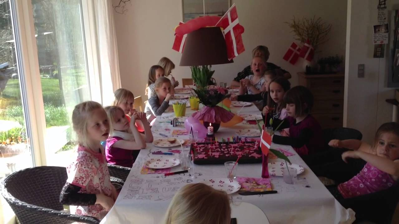 10 års pigefødselsdag 130501 Laura 8 År Holder Pigefødselsdag   YouTube 10 års pigefødselsdag