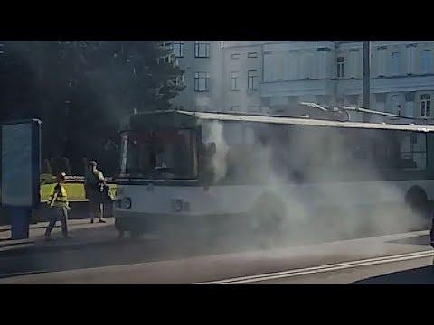 На зупинці в центрі Житомира задимівся тролейбус - Житомир.info