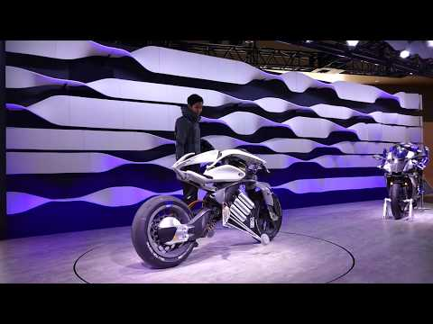 Demonstrating Yamaha Motor Motoroid at Tokyo Motor Show [RAW VIDEO]