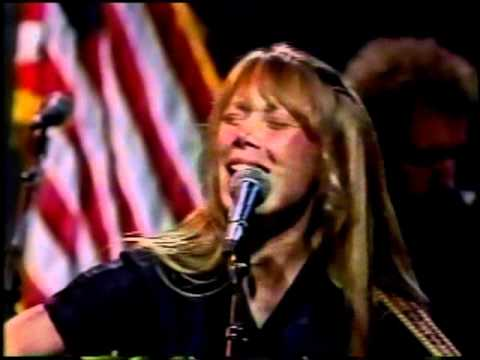 Sissy Spacek & Levon Helm-He's Walking Away