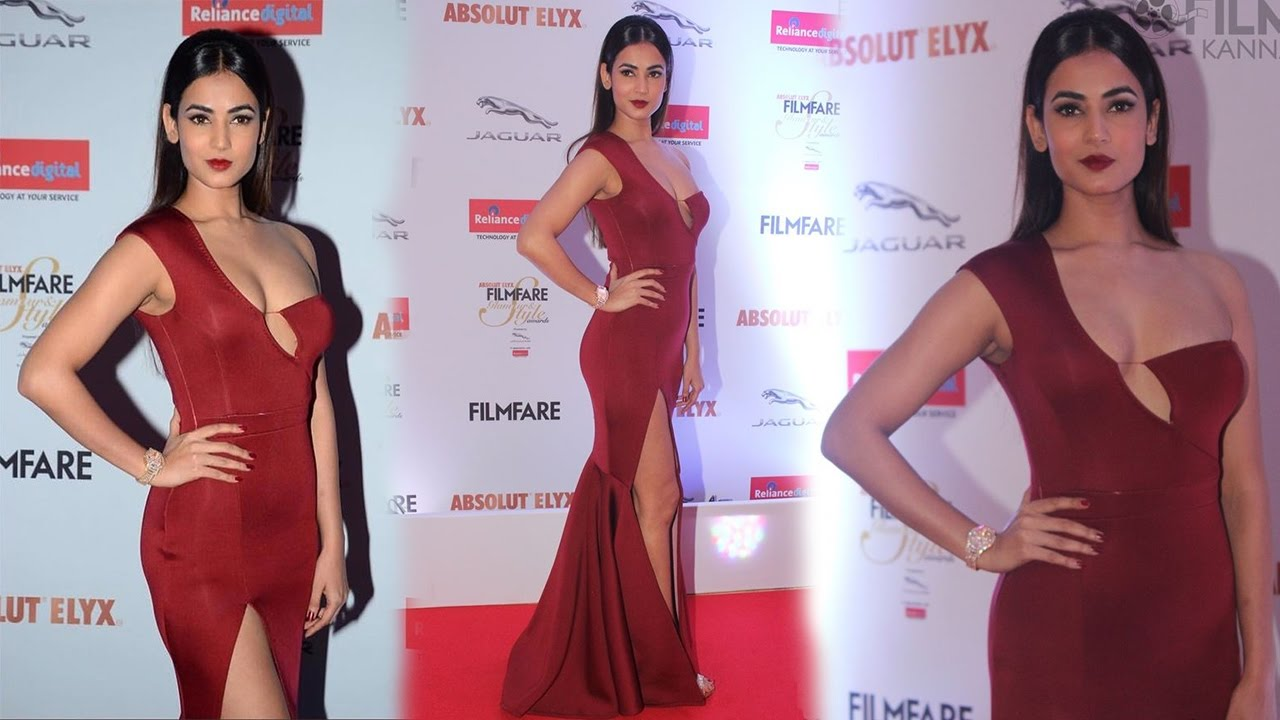 Sonal Chauhan Nite: Sonal Chauhan In Red Gown At Filmfare Glamour And Style