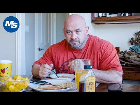 What Pro Bodybuilders Eat For Breakfast | Branch Warren's Texan Meal