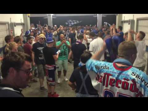 Summer Game 2016 DEL 2 Kassel Huskies Fans feiern Ole Ole Block 18