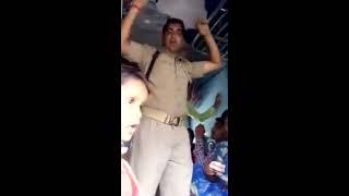 train ki janral bogi me police walo ki dada giri
