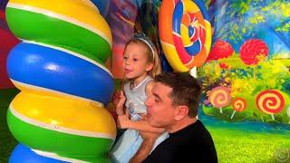 Nastya dan ayah seri menyenangkan museum permen