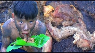 survival skills primitive | bake the tongue in the forest - primitive life | survival skills. HT