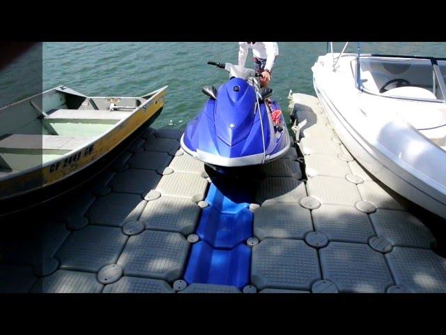 Muelle flotante para dejar moto de agua en seco