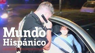 Oficial detiene a conductor hispano que no respetó una señal de transito