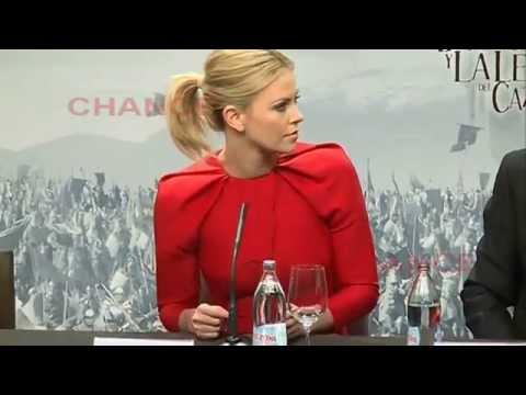 "Charlize Theron: ""Sean Penn está muy bueno"""